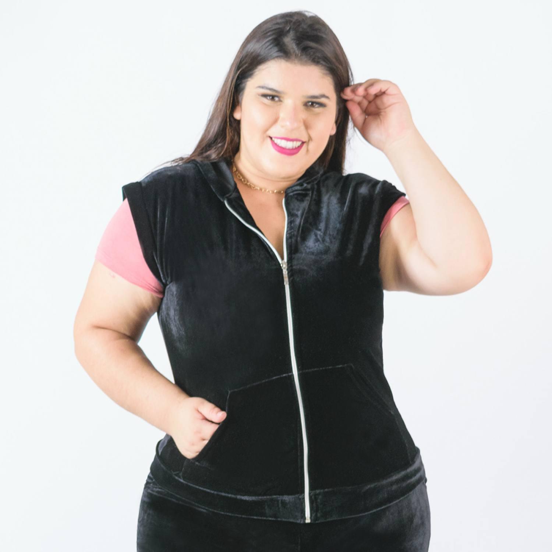 Colete feminino com capuz preto plus size Catwalk