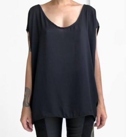Blusa Oversized Minimalista