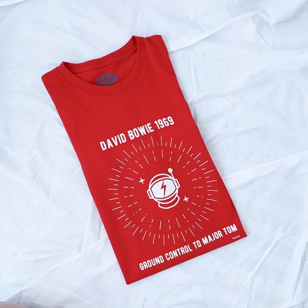 Camiseta Space Oddity Vermelha Unissex