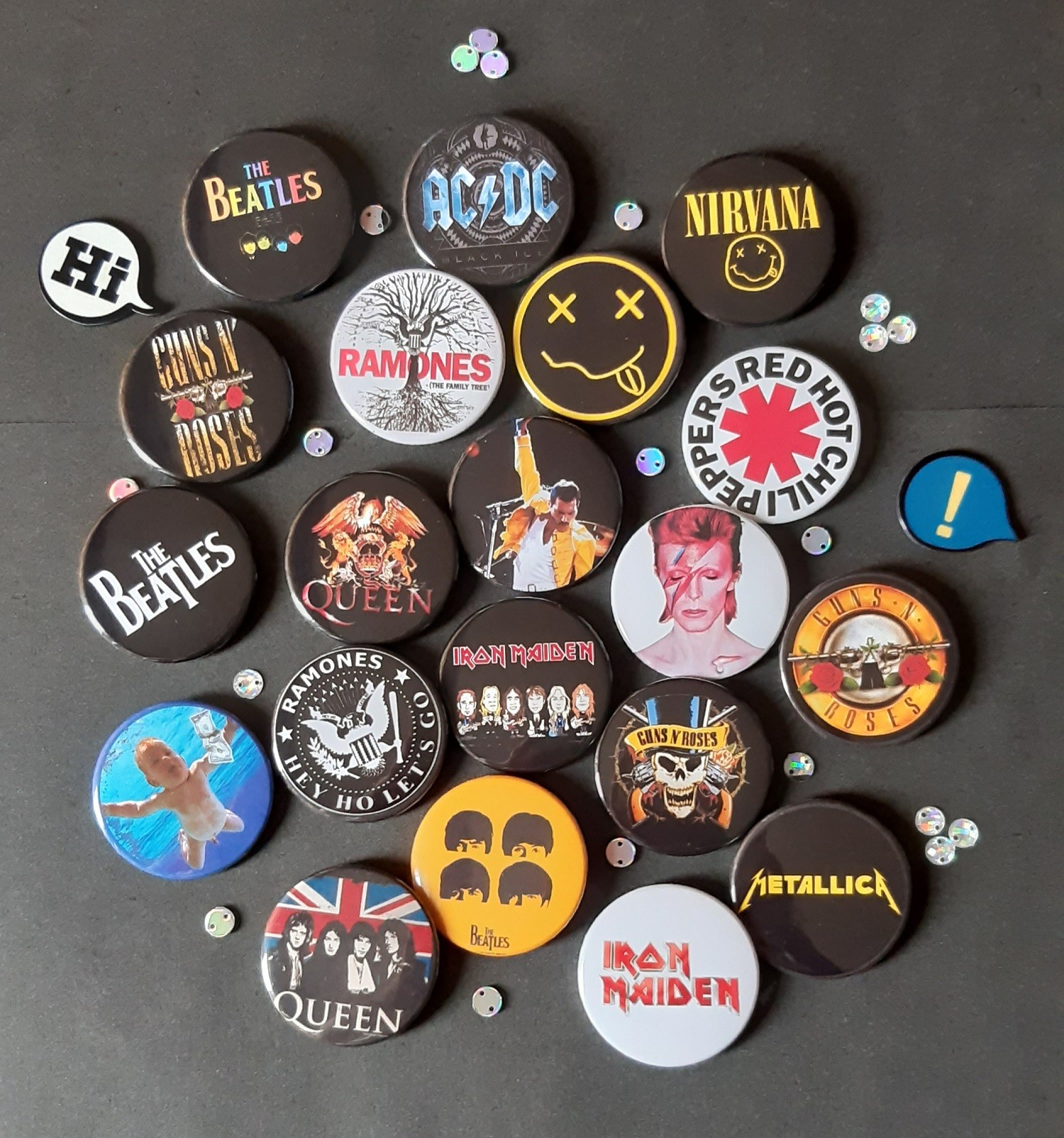 Kit com 20 Bottons Bandas de Rock III