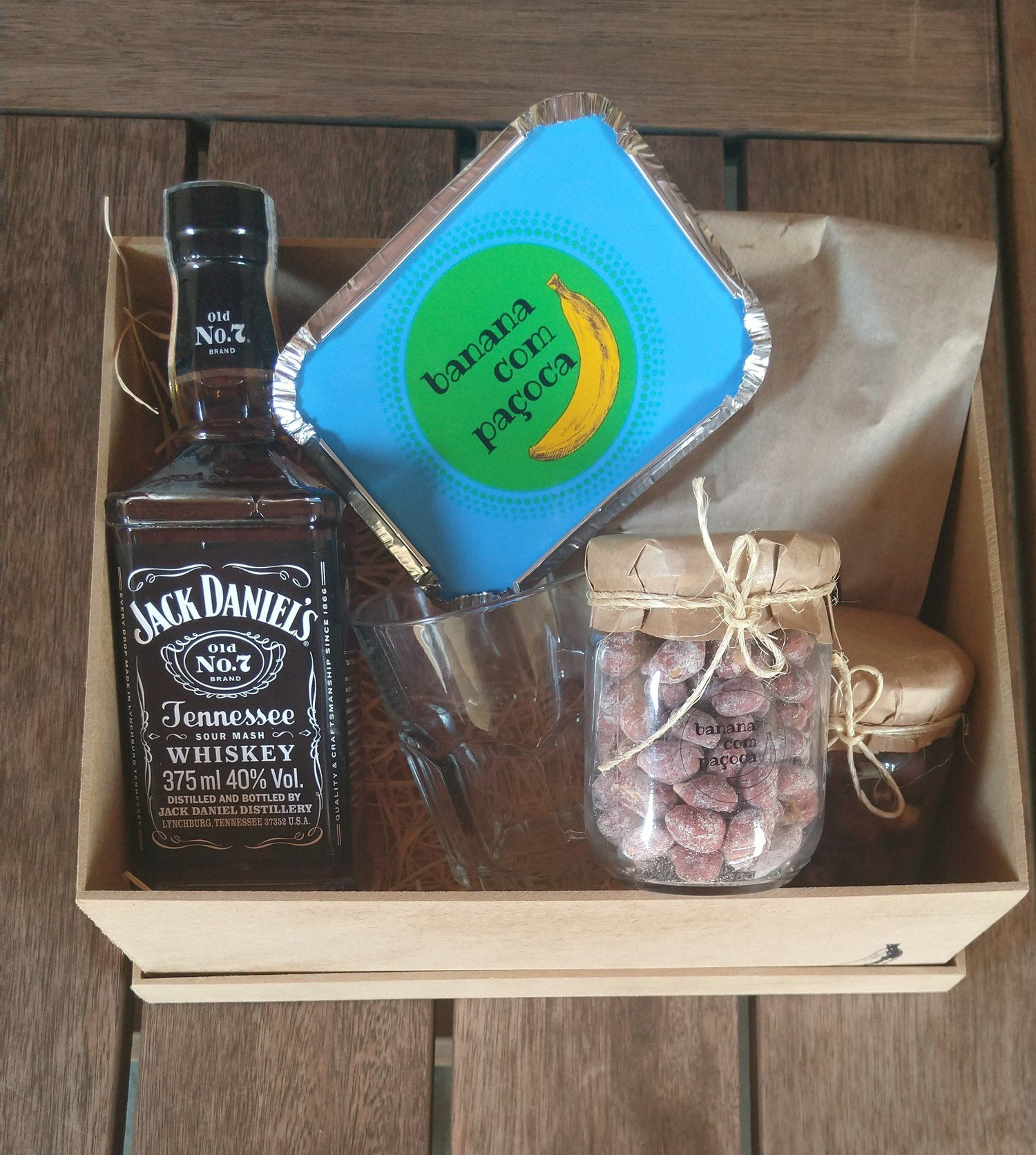 Kit Whisky in the Jar -  brigadeiros amendoim paçoca garrafa de whisky