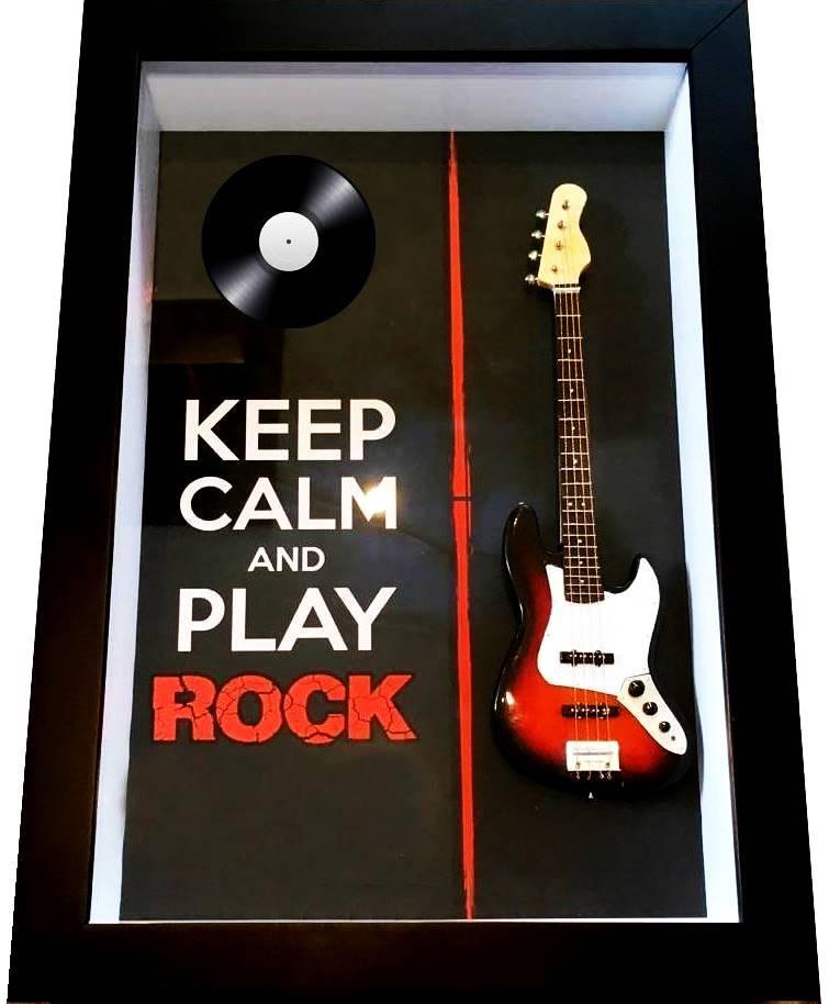 Miniatura Instrumento Musical Baixo Keep Calm and Play Rock  com quadro