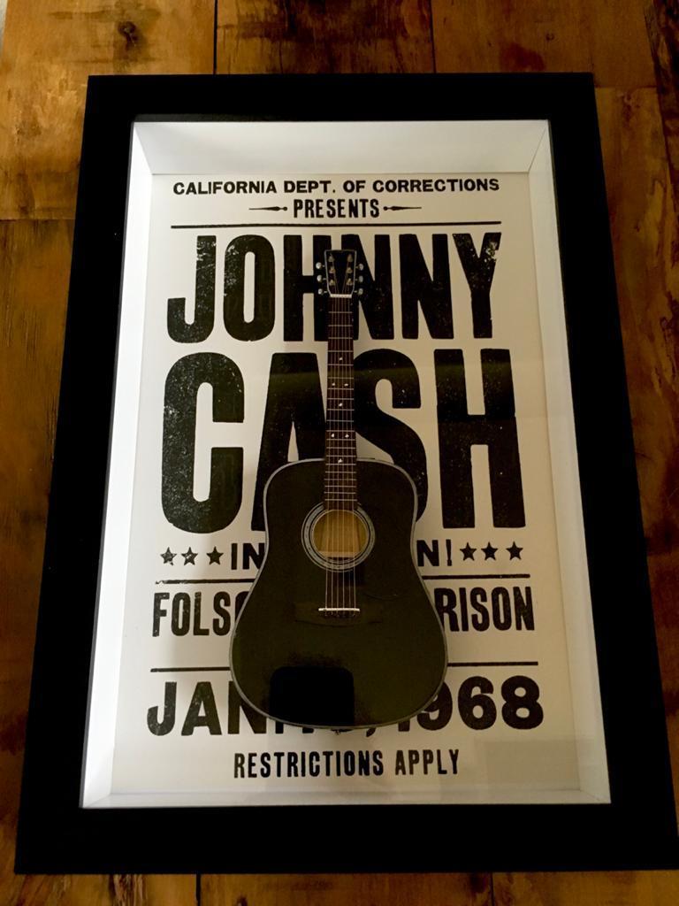 Miniatura Instrumento Musical Violão Johnny Cash com quadro