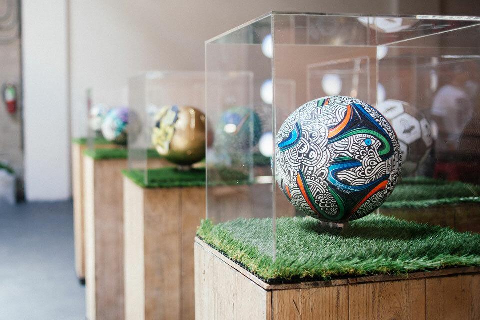 La Galaxy soccerballs