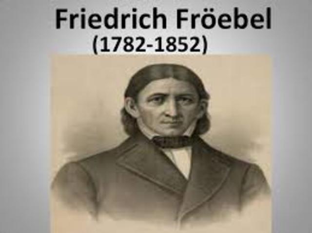 Fröebel, trata la educación de los niños normales y anormales desde enfoques psicológicos