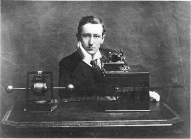 Aparece la radio, Marconi  obtuvo la primera patente de esta