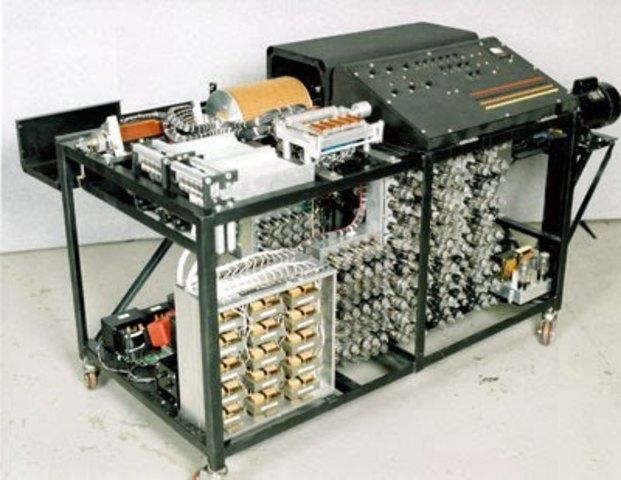 John Atanasoff desarrolló la primera computadora digital electrónica