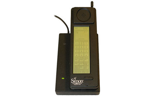 Se crea el primer teléfono inteligente : IBM  Simon Personal Comunicator