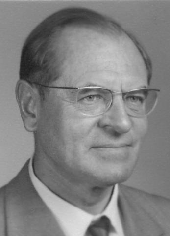 R. H. Whittaker Clasifica los seres vivos en cinco reinos