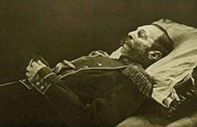 Alejandro II es asesinado