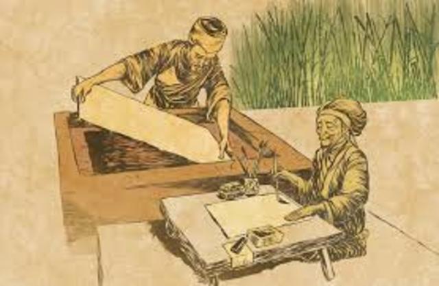 Se inventa el papel en China