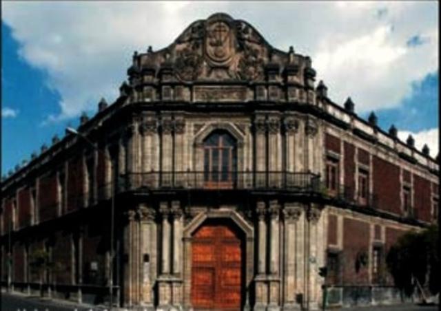 Se crea la real Universidad de la Nueva España