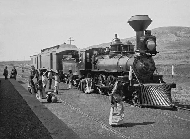 Inauguración de ferrocarril México-Ciudad Juárez