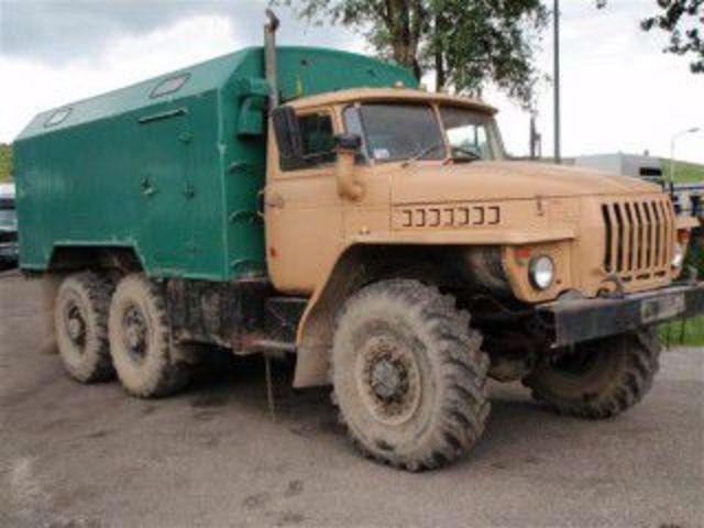Explotan camiones del ejercito cargados con dinamita