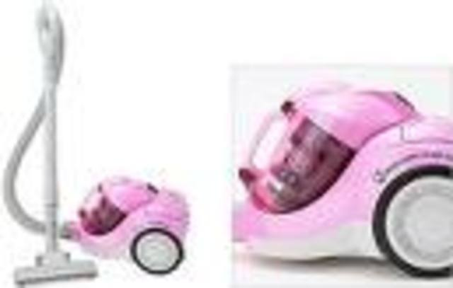 Hubert Booth invents a compact and modern vacuum cleaner.