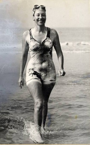 Florence Chadwick swims the English Chanel