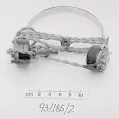 93/185/2 Headphones, radio, metal/Bakelite/leather/fabric, [England], 1930-1940