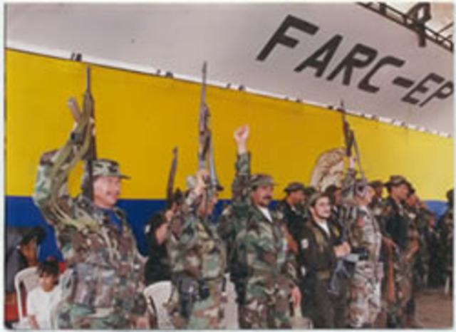RUPTURA DE DIALOGOS DE PAZ ENTRE EL GOBIERNO DE PASTRANA Y LAS FARC