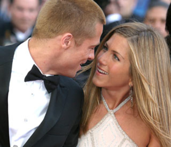 Comieza una relación con Brad Pitt