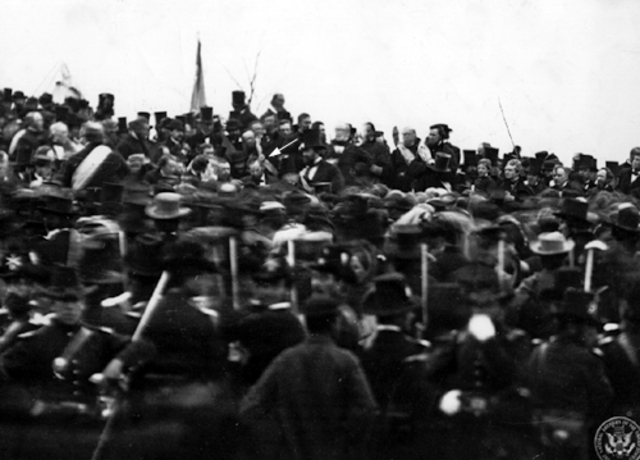 Lincoln Delivers Gettysburg Address