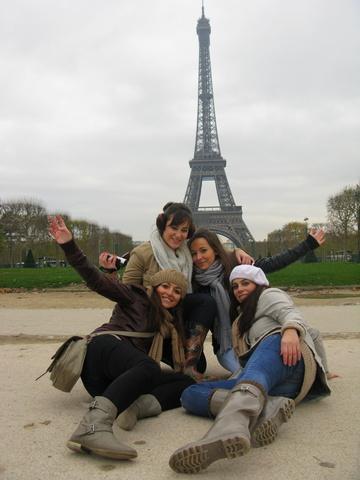 Celebro mi cumpleaños en París con unas amigas y mi hermana