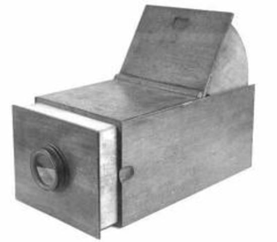 Joseph Niepce designed the first camera