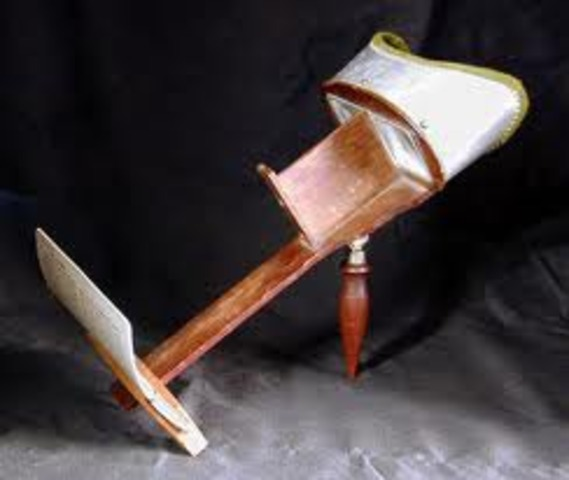 Oliver Wendell Holmes invented stereoscope viewer
