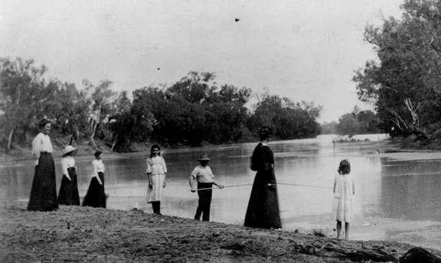 Australian Clothing in 1900