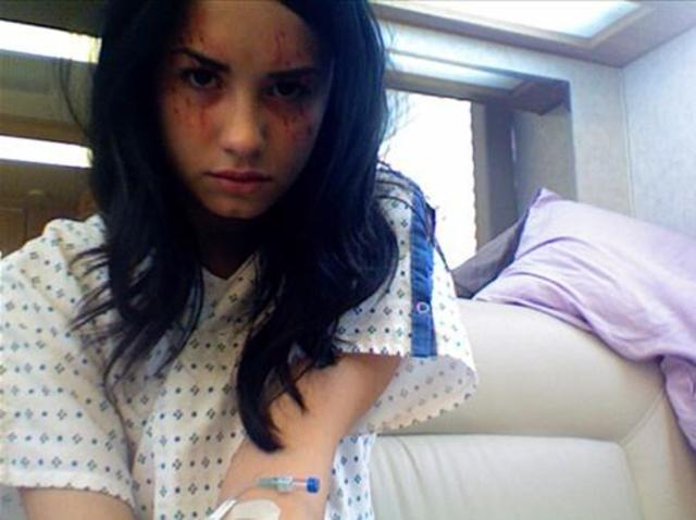 Demi Enters Rehab