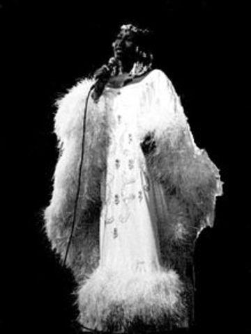 Celia era conocida por su palabra ¡Azúcar! (Sugar) La frase entonces parte beacome de su canción La Tiéné Negro Tumbao y todo el mundo empezó a usarlo.