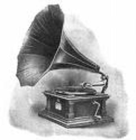 first phonograph by thomas edison