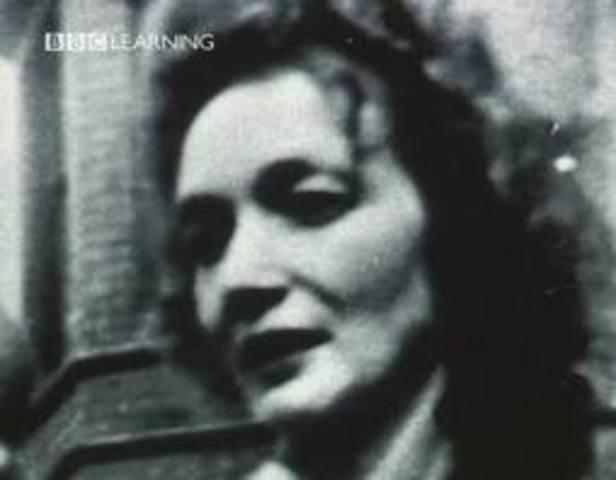 John Lennon's Mother, Julia Dies