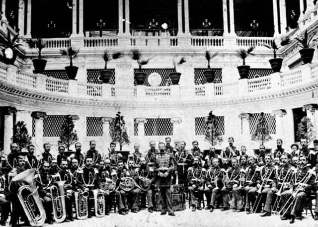Sousa begins conducting US Marines Band