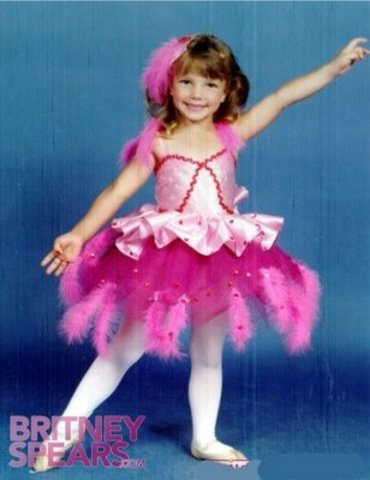 Britney begins dance and gymnastics classes