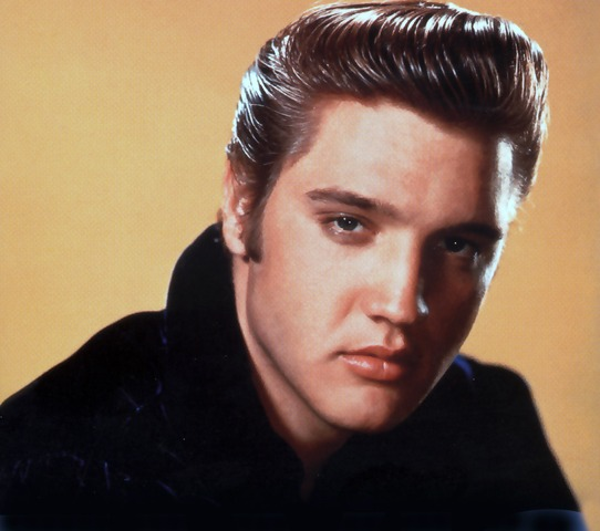 Elvis signs with RCA