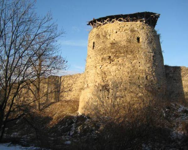 Александр начал военное укрепление города Порхова.