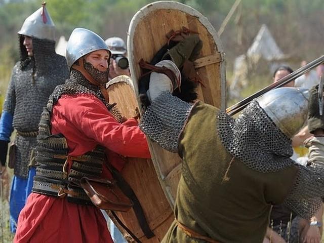 Летом  1245 года нанес поражение литовцам.