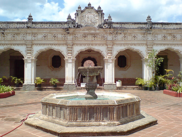 se funda la Universidad de San Carlos de Guatemala