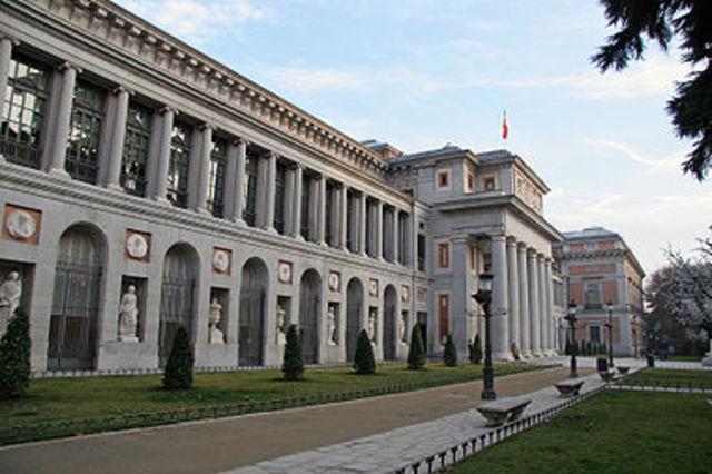 Inicia la construccion del Museo El Prado, Madrid.