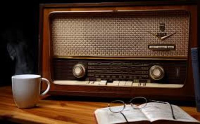 en este año tienen (55,2%)    aparatos receptores de radio en sus hogares