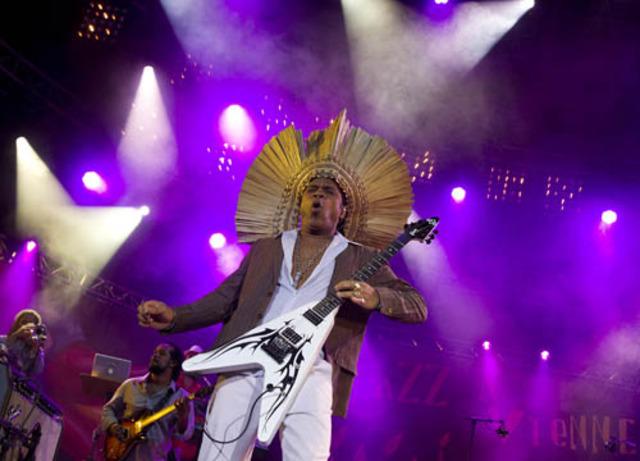 "Carlinhos Brown releases the album ""Bahia Black"""