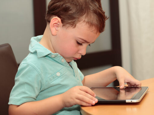 What are the risks of screen time for kids with autism?