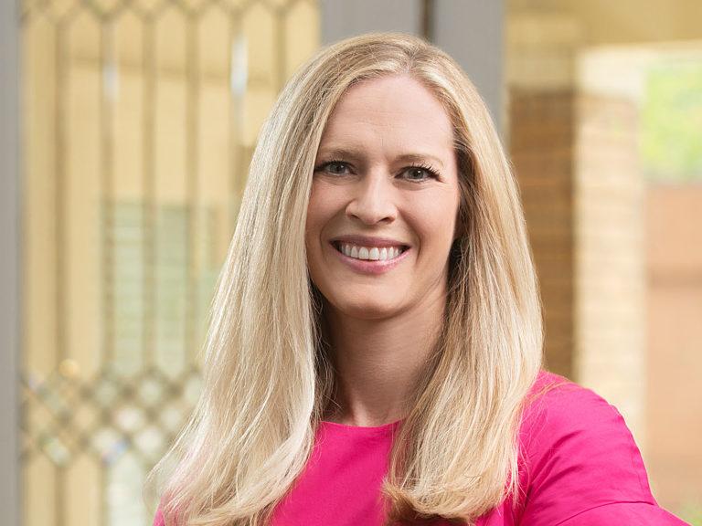 Roberts Lauren Bio