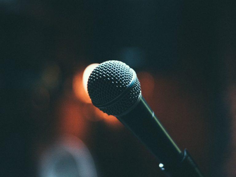 Microphone Bogomil Mihaylov 519207 Unsplash