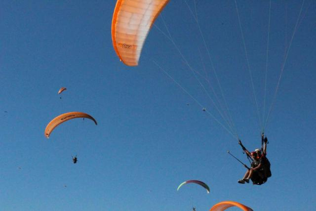 Teens do paragliding adventure on summer youth travel program to Europe