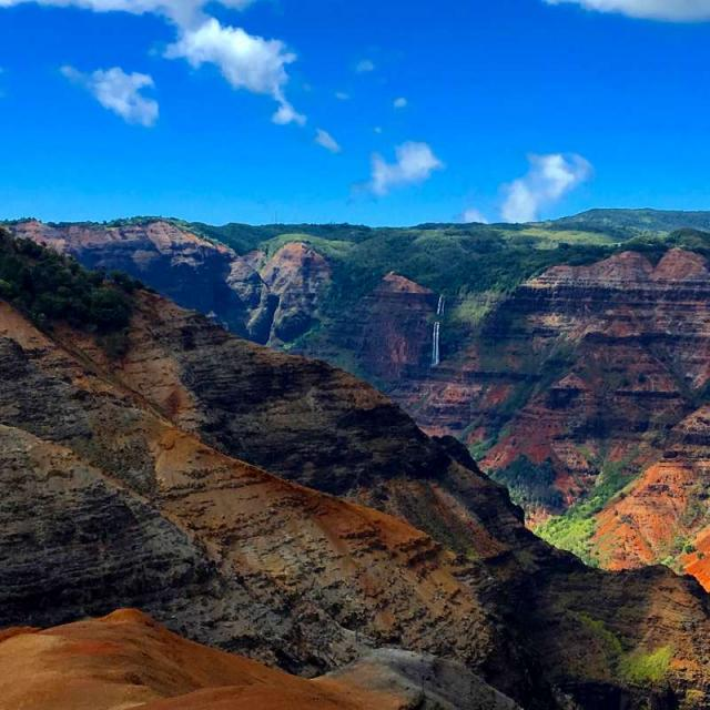 Students take in the views of a canyon in Hawaii on summer teen travel tour.
