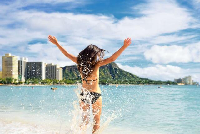 Teen enjoys the water in Hawaii on summer teen travel tour.