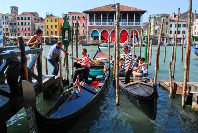 Students capture the canals of Venice on their summer teen tour to Italy.