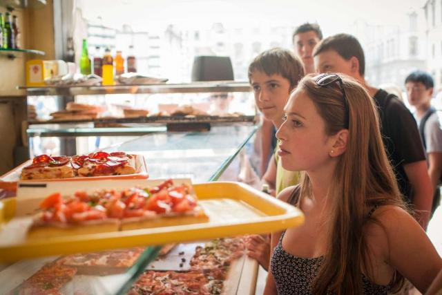 High school student orders pizza on a summer teen tour to Italy.