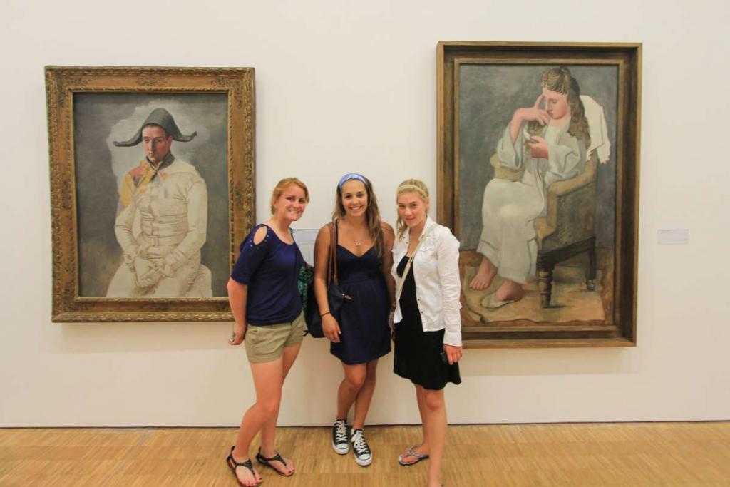 Teen travelers visit art museum in France on summer student travel program